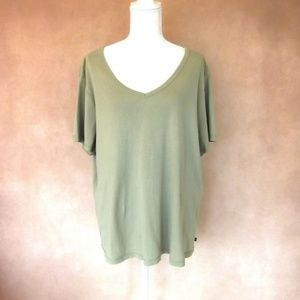 ❤️2/$30 Soft Army Green Tee Size 22/24